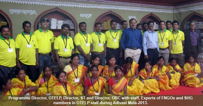 Shri Susanta Nanda,IFS, P.D. OTELP with OTELP staff and SHG members in front of Theme Pavilion of OTELP during Adivasi Mela-2013 at Bhubaneswar.